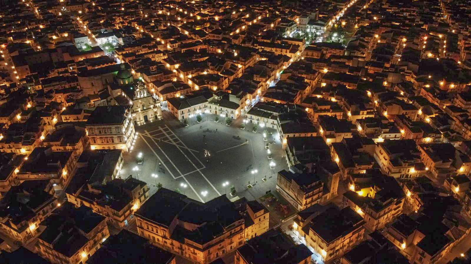 Grammichele - aerea notturna - foto Astuto